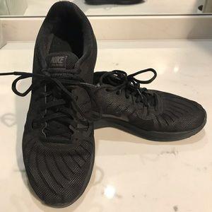 Nike Trainer In Season TR7 Black Sneakers